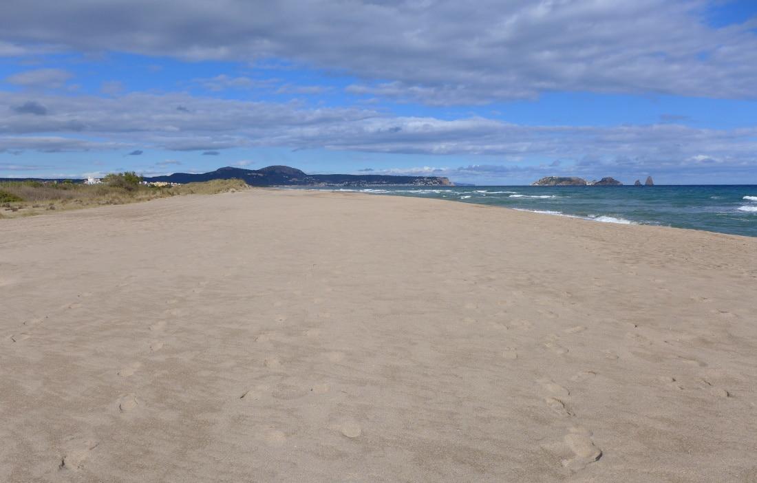 ..und einen weiteren, wunderschönen Strand entlang.