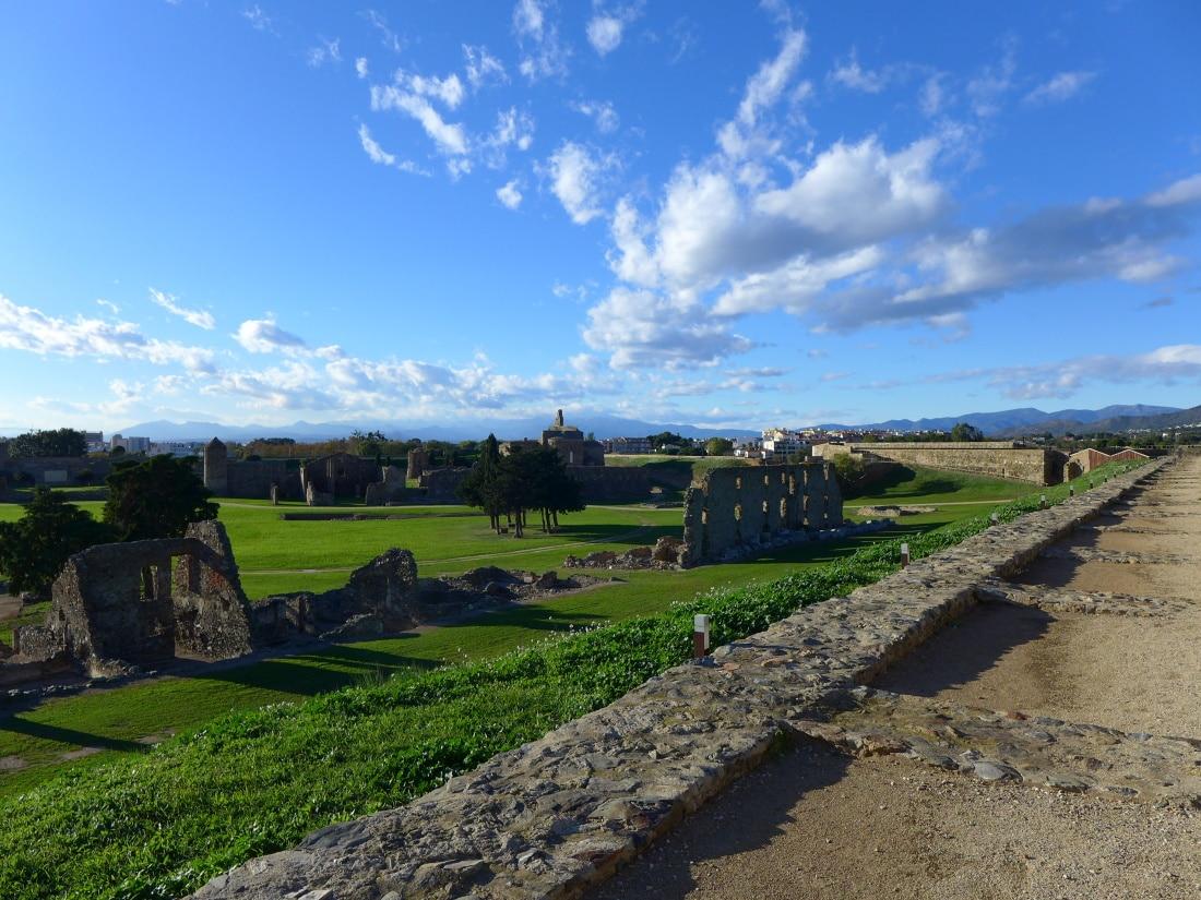 Die Ruinen des antiken Castells in Roses