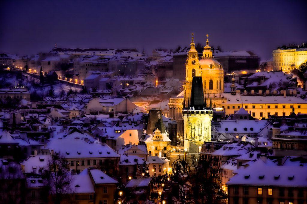 Prag im Winter mit Schnee