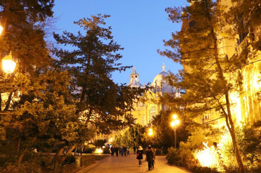 budapest Tipps city park burg bei nacht